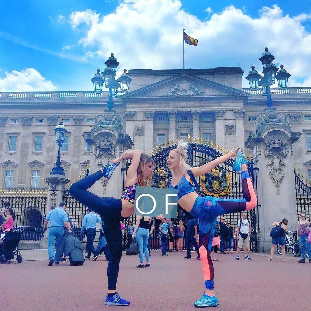 We  The Queen  #sboutofoffice #londonsightseeing #tourists #summer #holiday #activewear #sportswear #fashion…  http:// ift.tt/2u2tCQz  &nbsp;  <br>http://pic.twitter.com/nGwToRVXVY