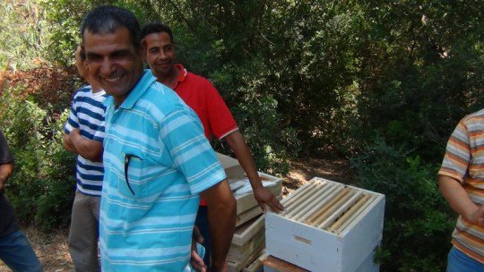 Beekeeping #Innovation creates a #StoryofChange in #Algeria's honey production: https://t.co/5LI7BAsdmi #ImpactJournalism @Sparknews https://t.co/RlwmyFs45F
