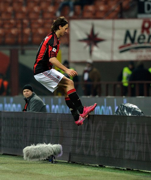 The Floor Is Loyalty   #Zlatan #ManchesterUnited #ACMilan<br>http://pic.twitter.com/QoeePxXwyV