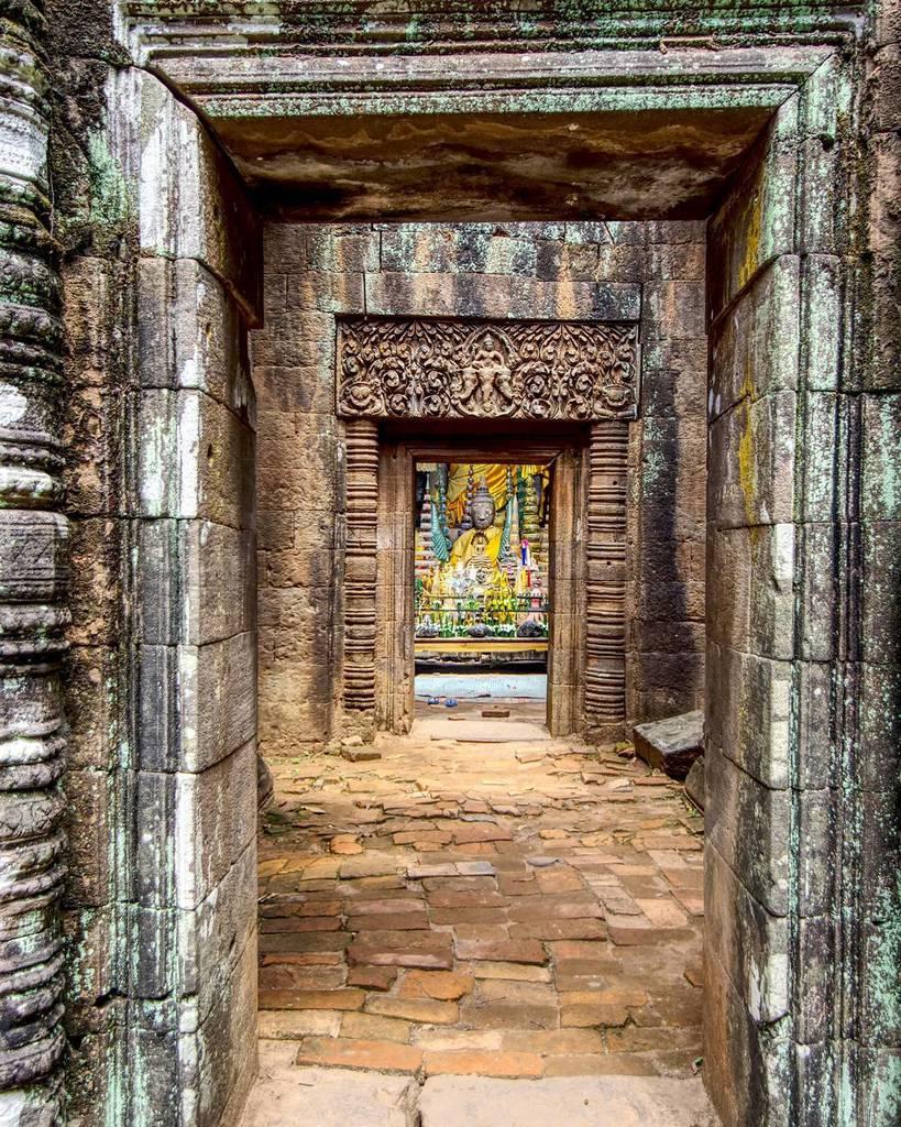 Looking Into The Wat Phou Temple, Champasak, Laos  #watphou #temple #buddha #buddhism #ruins #laos #champasak #une…  http:// ift.tt/2t9gzjA  &nbsp;  <br>http://pic.twitter.com/o0cmI2vdWZ