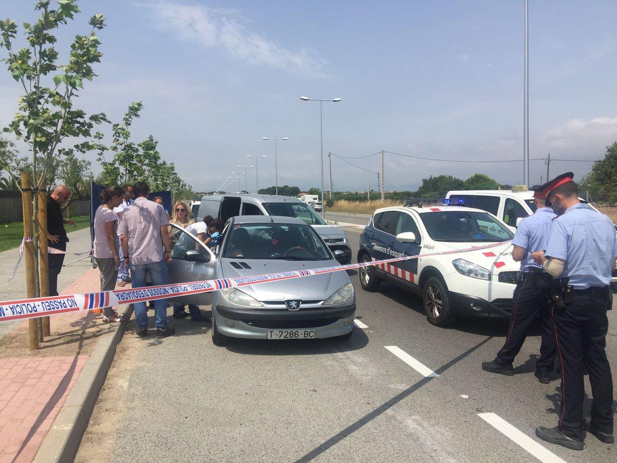 Un home s'entrega als Mossos a Salou dient que ha matat la seva dona h...