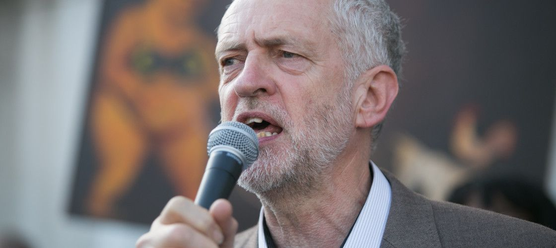Jeremy #Corbyn vows to force early general election: ludicrous to think Theresa #May's minority govt can cling on  https://www. politicshome.com/news/uk/politi cal-parties/labour-party/jeremy-corbyn/news/86973/jeremy-corbyn-ill-force-early &nbsp; … <br>http://pic.twitter.com/Gc0eIHsGNl