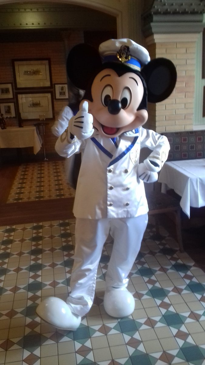 Sail the Seven Seas with Captain Mickey! #DisneylandParis <br>http://pic.twitter.com/InWUnnIh7y