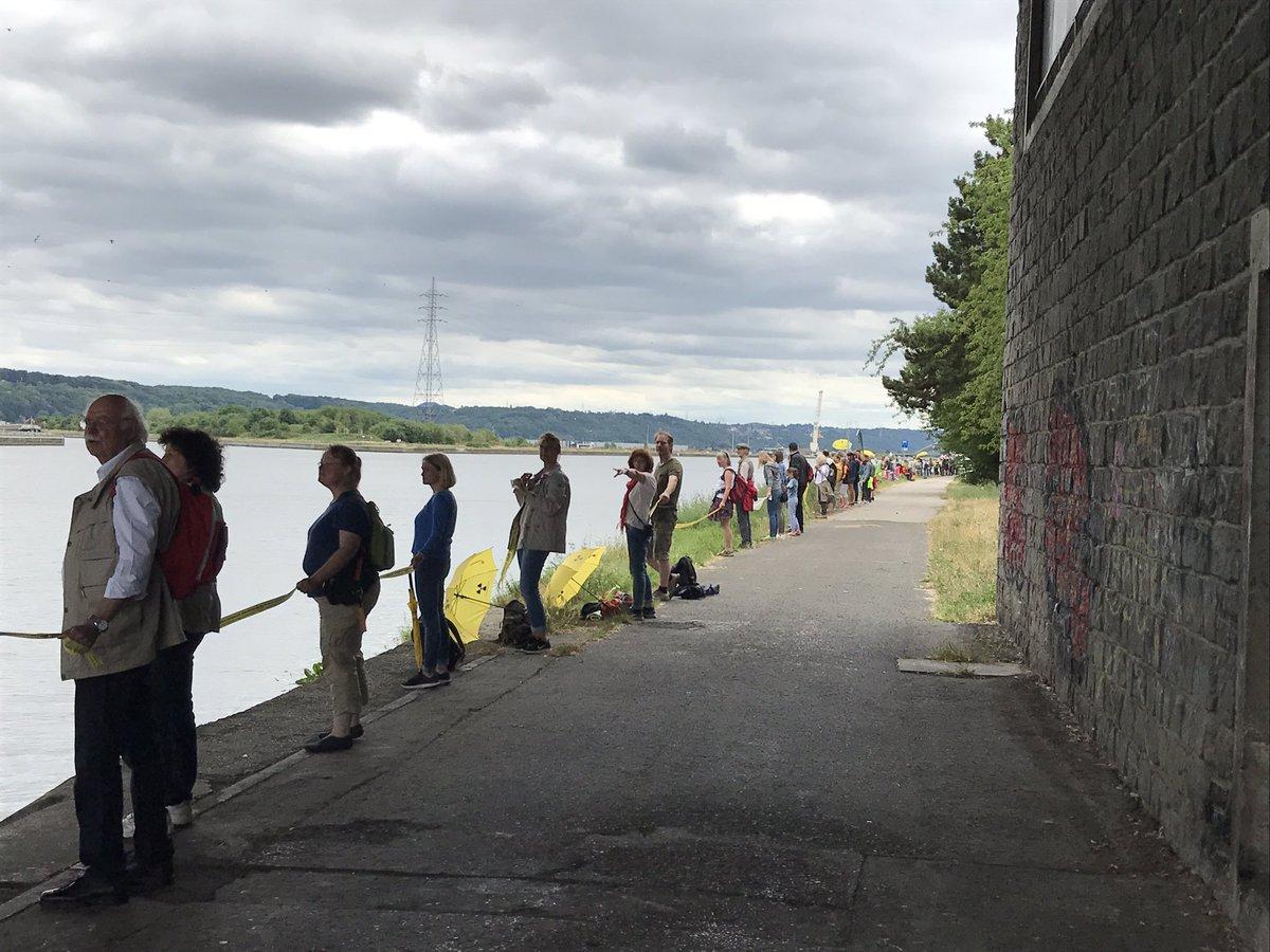 #Menschenkette in Visé (B🇧🇪) geschlossen!!! #stoptihange #TihangeAbsch...
