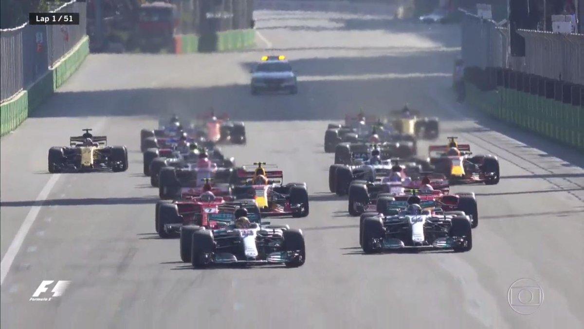 Tá valendo em Baku. Kimi e Bottas se tocaram e Vettel ganhou a posição...