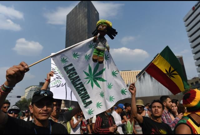 Mexico Casually One-Ups U.S. By Legalizing Medicinal Marijuana  http:// weedclub.com/P4MR9  &nbsp;   via @Forbes #Mexico #compassion #healthcare #weed<br>http://pic.twitter.com/av3z4HwW8r
