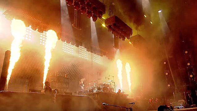 Watch RAMMSTEIN&#39;s Fiery &#39;Sonne&#39; Performance From Germany&#39;s ROCK IM PARK Festival  http://www. blabbermouth.net/news/watch-ram msteins-fiery-sonne-performance-from-germanys-rock-im-park-festival/ &nbsp; …  #metal #rock <br>http://pic.twitter.com/UgXussCoPP