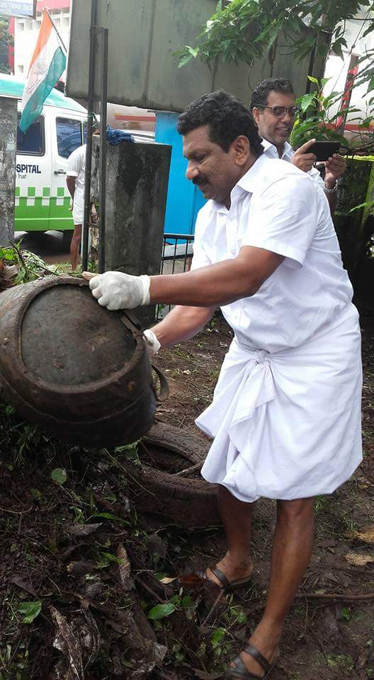 When Kerala Govt failed 2 prevent dengue&when govt is reluctant 2wards cleaning society-KANNUR DCC president leading the cleaning @INCIndia