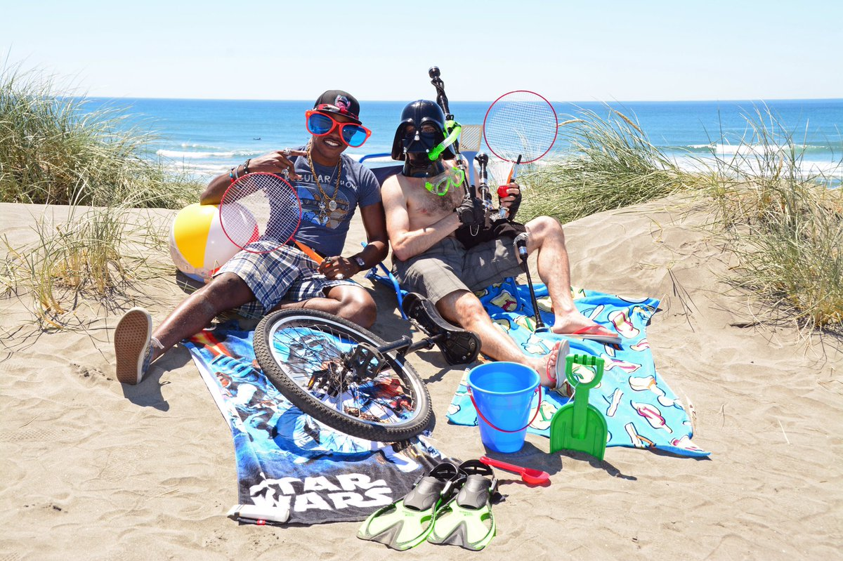 Can&#39;t handle the portland heat so we had to hit the beach @TheUnipiper #Pdx <br>http://pic.twitter.com/qKBPUigwjC