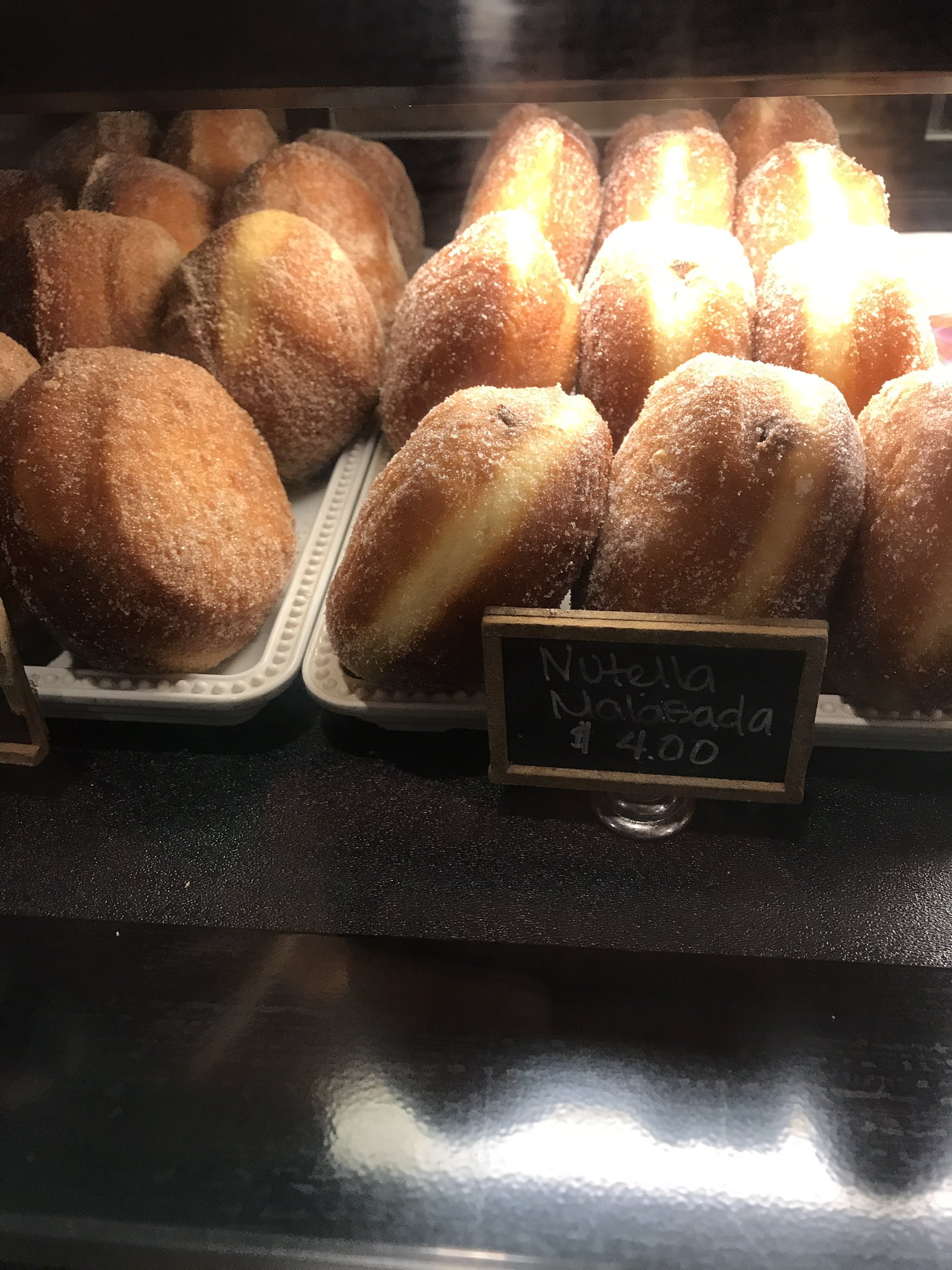 For those #plantbio17 ppl at the Hawaiian Village the Pronto & Pickle has malasadas. Opted for a sandwich myself, so tell me how they are! https://t.co/N2QiZitSGM