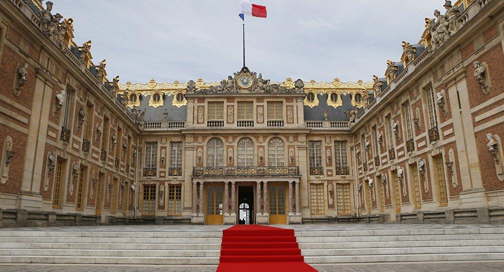 #Macron considers joint session of Parliament in Versailles - gov&#39;t spokesman  https:// sptnkne.ws/eJgH  &nbsp;  <br>http://pic.twitter.com/9icVDoJAeI
