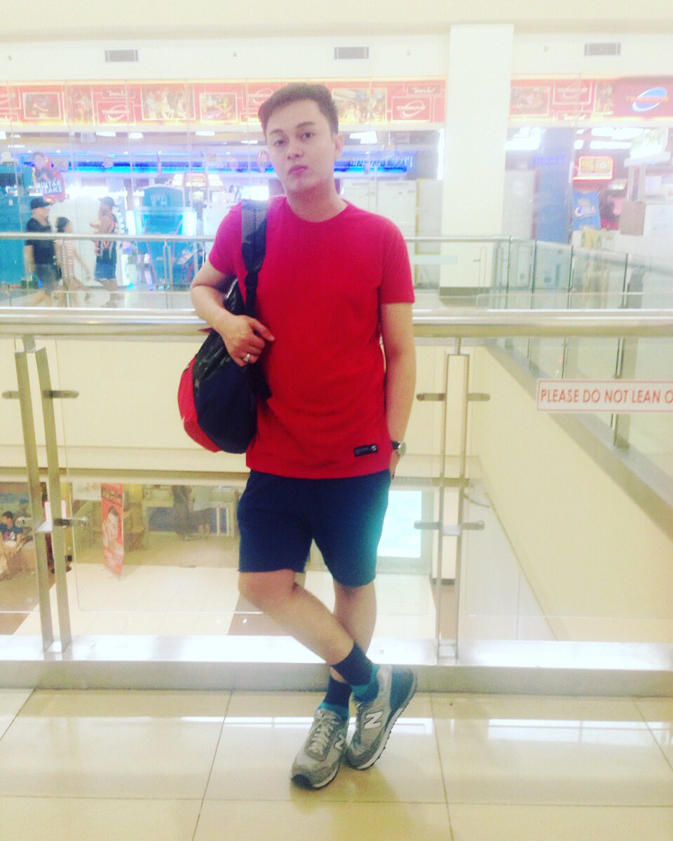 Just going around the mall . #hmootd #sweat #shorts #divided #dividedblue #hmkids #accessories #newbalance #shoes #penshoppe #shirt #outfit<br>http://pic.twitter.com/6q5yVE9A11