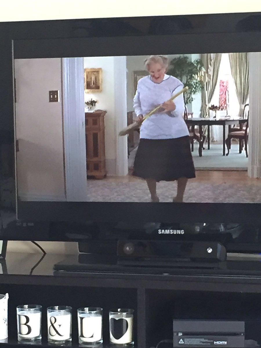 Gr8 Sunday film @Film4 #MrsDoubtfire #riprobinwilliams #classic #robin...