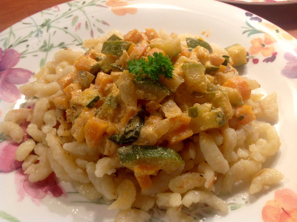 #Noodles with a creamy #vegetable sauce. #Nudeln mit einer cremigen #G...