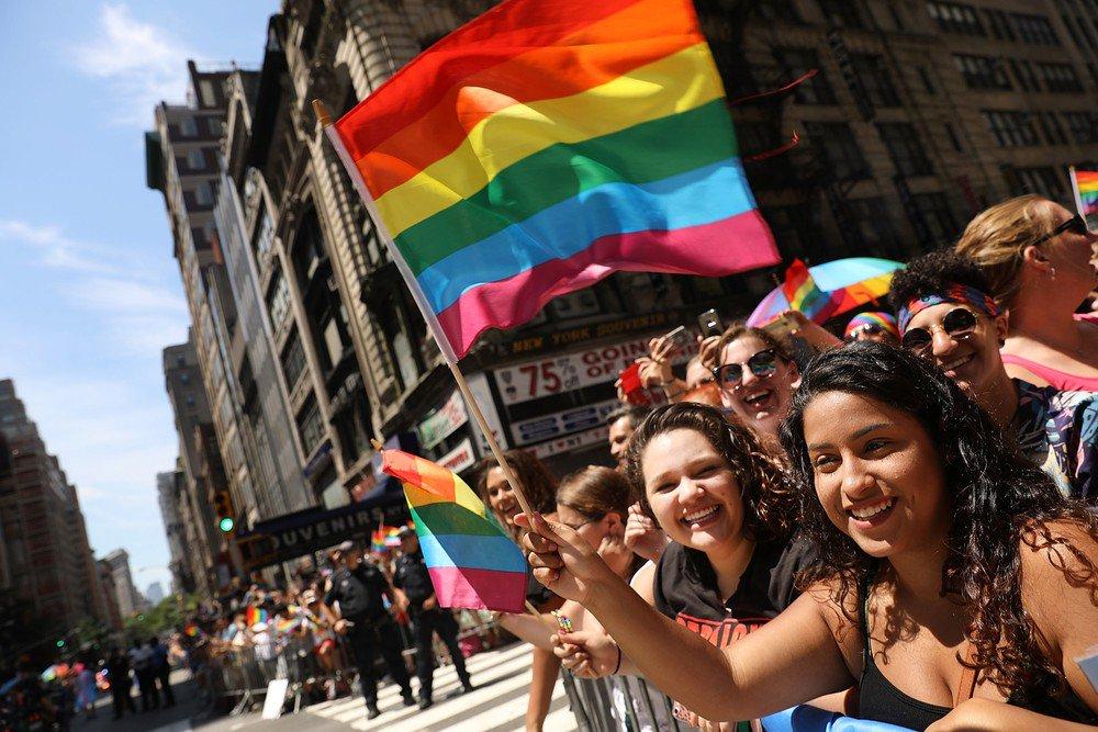 Parada do Orgulho Gay em Nova York tem protesto contra Trump https://t.co/0J3342imAP #G1