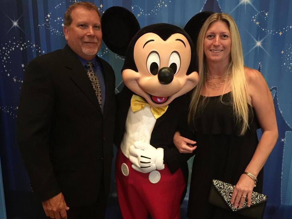 We had a date with Mickey at last night&#39;s banquet @disneyland #Disneyland #DisneySide #Disney  http:// ift.tt/2sGdJS4  &nbsp;  <br>http://pic.twitter.com/emZWjLgnZa