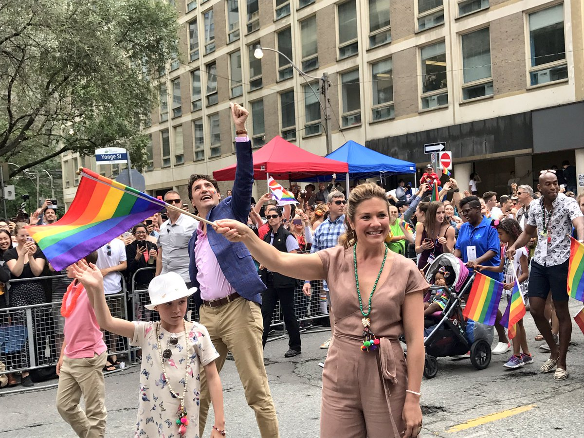 They marched in the @PrideToronto parade as a family. 🇨🇦Prime Minister @JustinTrudeau his wife, Sophie Grégoire, and children.