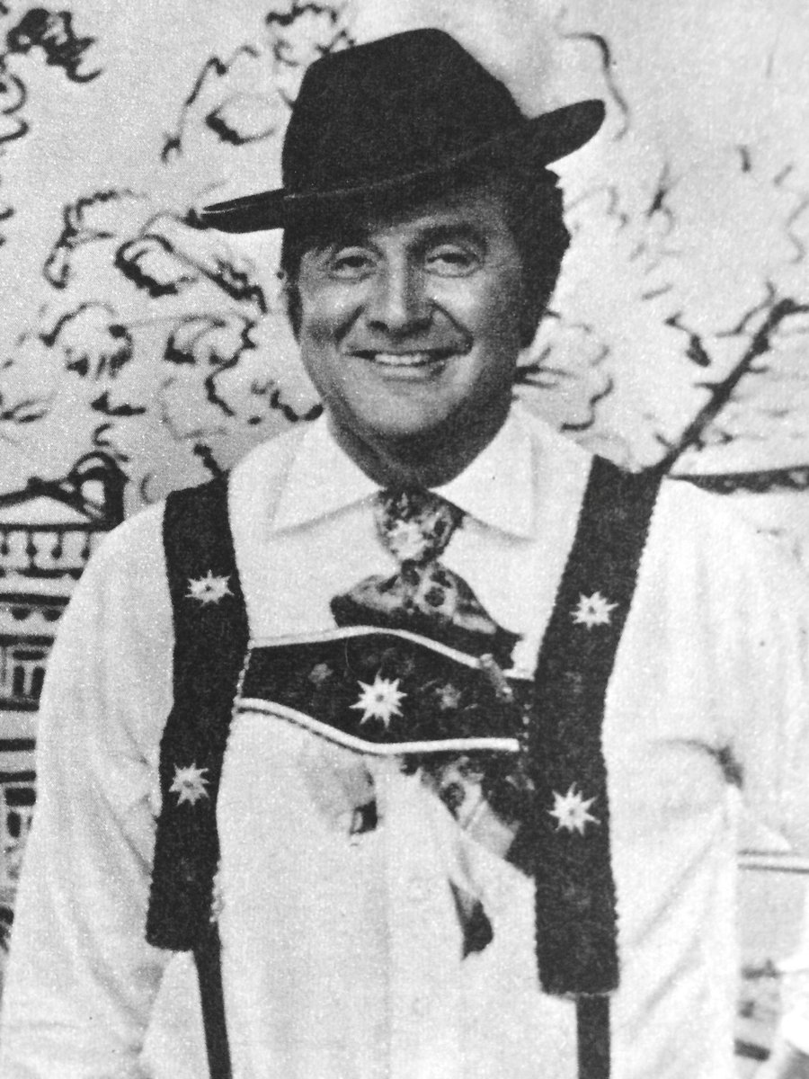 Patrick Macnee during a visit to Munich in 1972 where he was filming a commercial for German television. #PatrickMacnee #TheAvengers<br>http://pic.twitter.com/eWewJJRtld