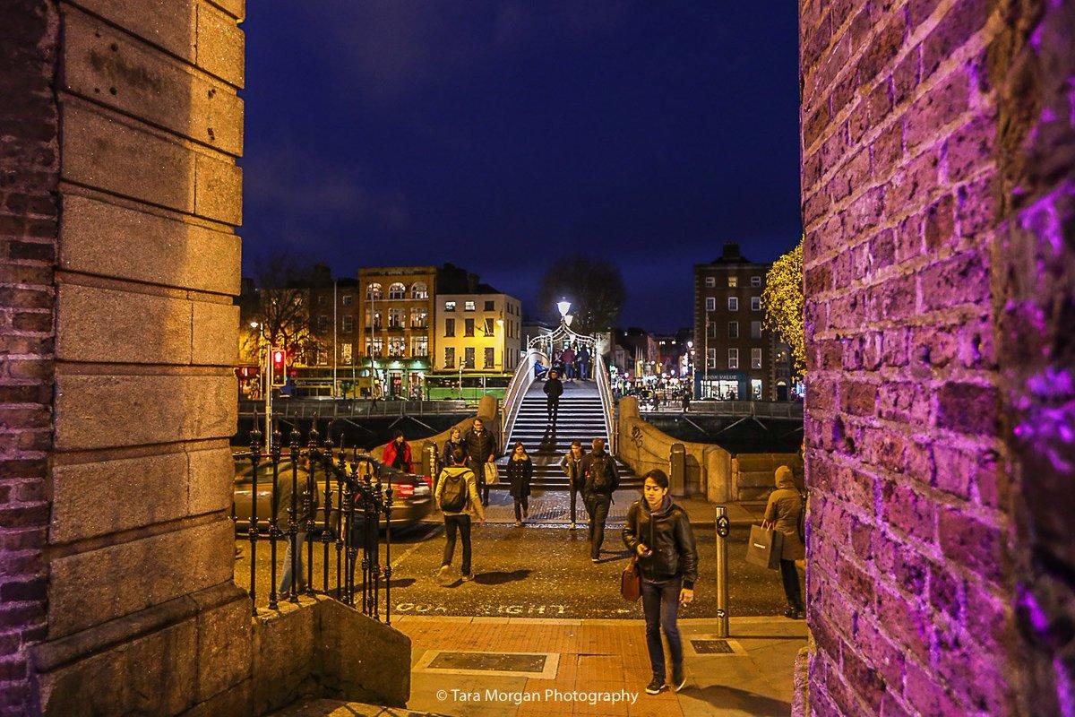 #Dublin looking just as colourful at night!  #LoveDublin     @TazMoMedia<br>http://pic.twitter.com/tfwqkhBI93