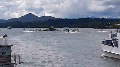 #Atención | Naufragó una embarcación en la represa de Guatapé  https:/...