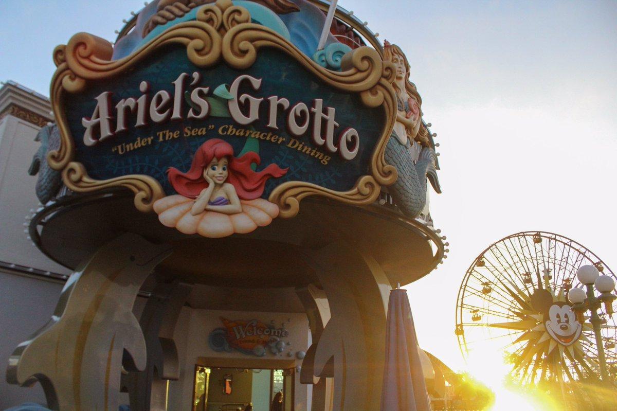 Happy sunset Sunday! @DisneylandToday @DisneylandAP #Disneyland #disneyside #sunset #canonbringit<br>http://pic.twitter.com/fGg0PrG1KA