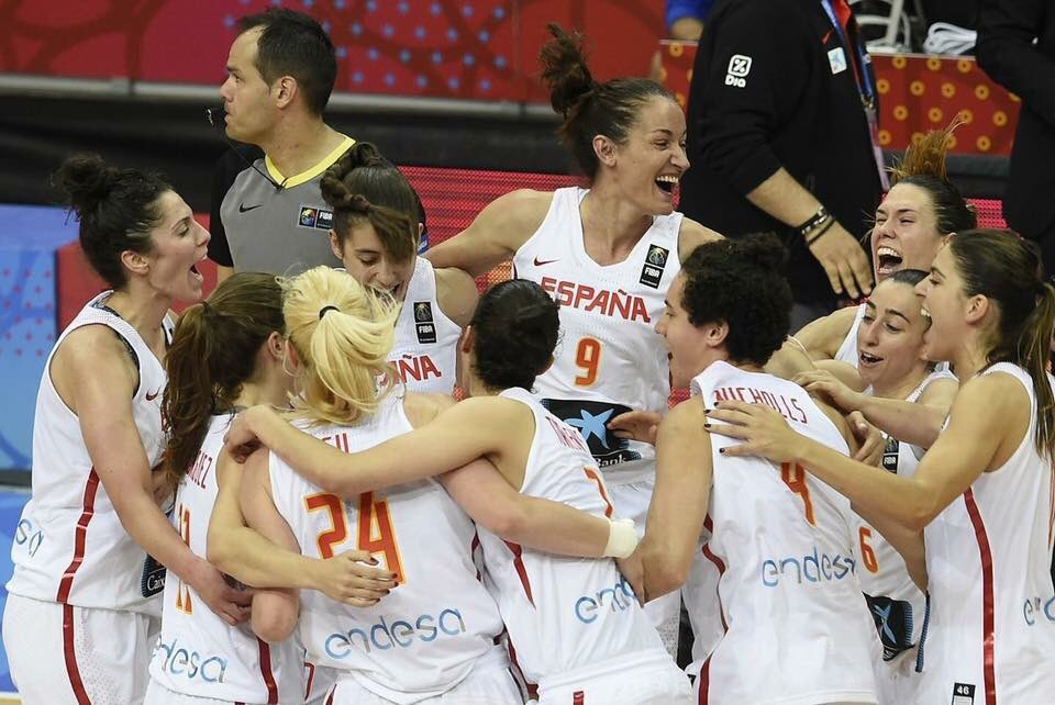Muy grandes #SelFem !!!CAMPEONAS de Europa 🥇#EuroBasketWomen2017 https...