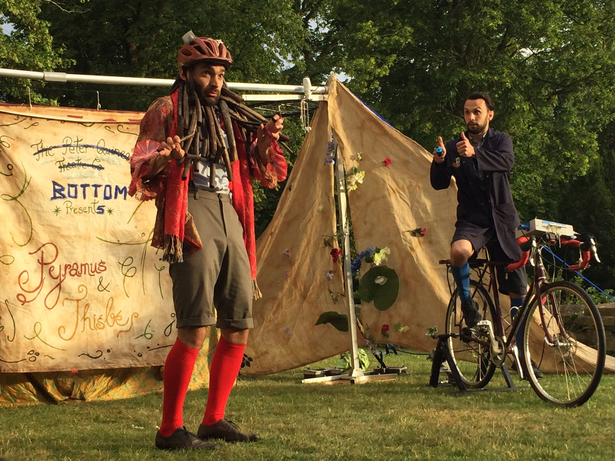 @HandleBards Thanks 4 fabulous evening of fun and frolics and fearsome lion (seen here) Kids loved it, esp when Bottom nicked their crisps! https://t.co/K9l3BJBaNh