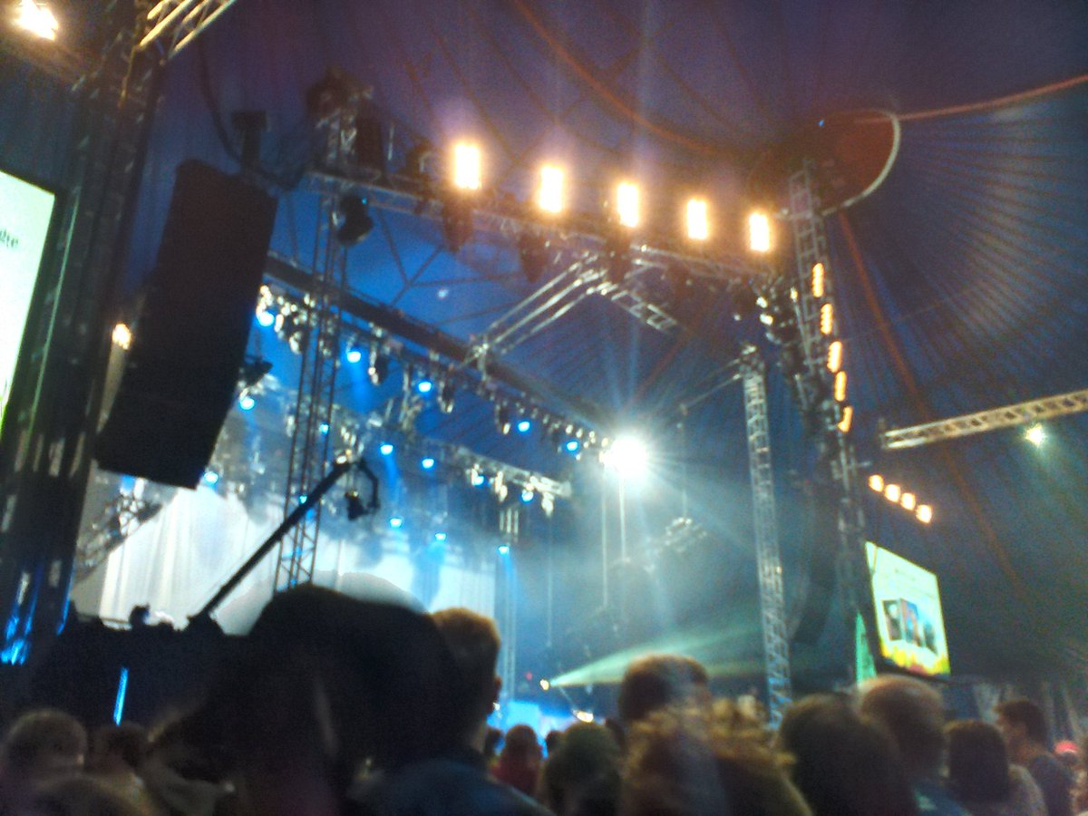 The John Peel stage is filling up for Metronomy's headline slot. LG ht...