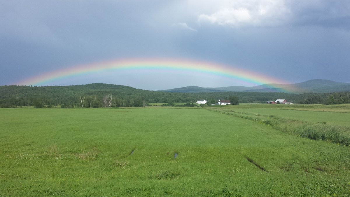 Spectacular northern #Vermont rainbow.  @THISISVT @JimCantore<br>http://pic.twitter.com/biQpO5PGYG