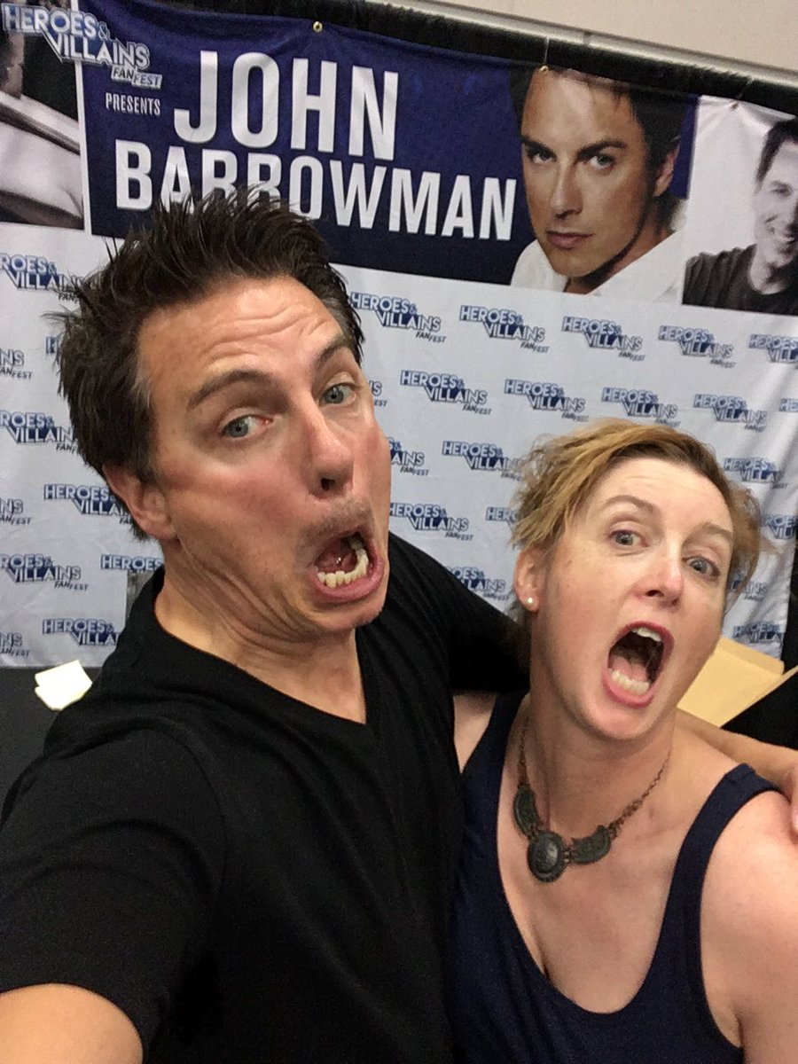 Me and #MalcolmMerlyn at @heroesfanfest #Portland @JohnBarrowman<br>http://pic.twitter.com/A3yLGtSP7t