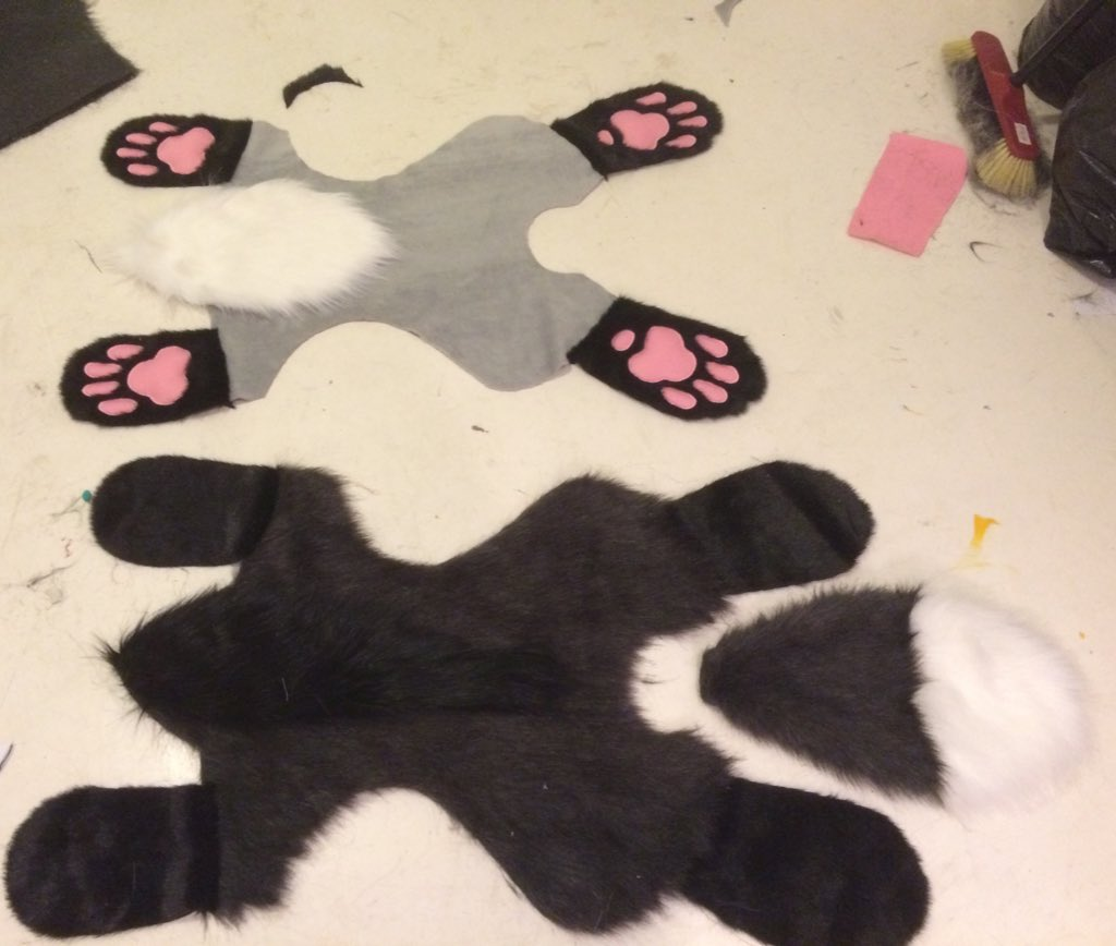 WIP! I&#39;m making a cute silver fox carpet rug! It&#39;s super big already :D look at those beans! #paw #furry #fursuit #fox #rug #pelt #animal<br>http://pic.twitter.com/8CnB6haajT