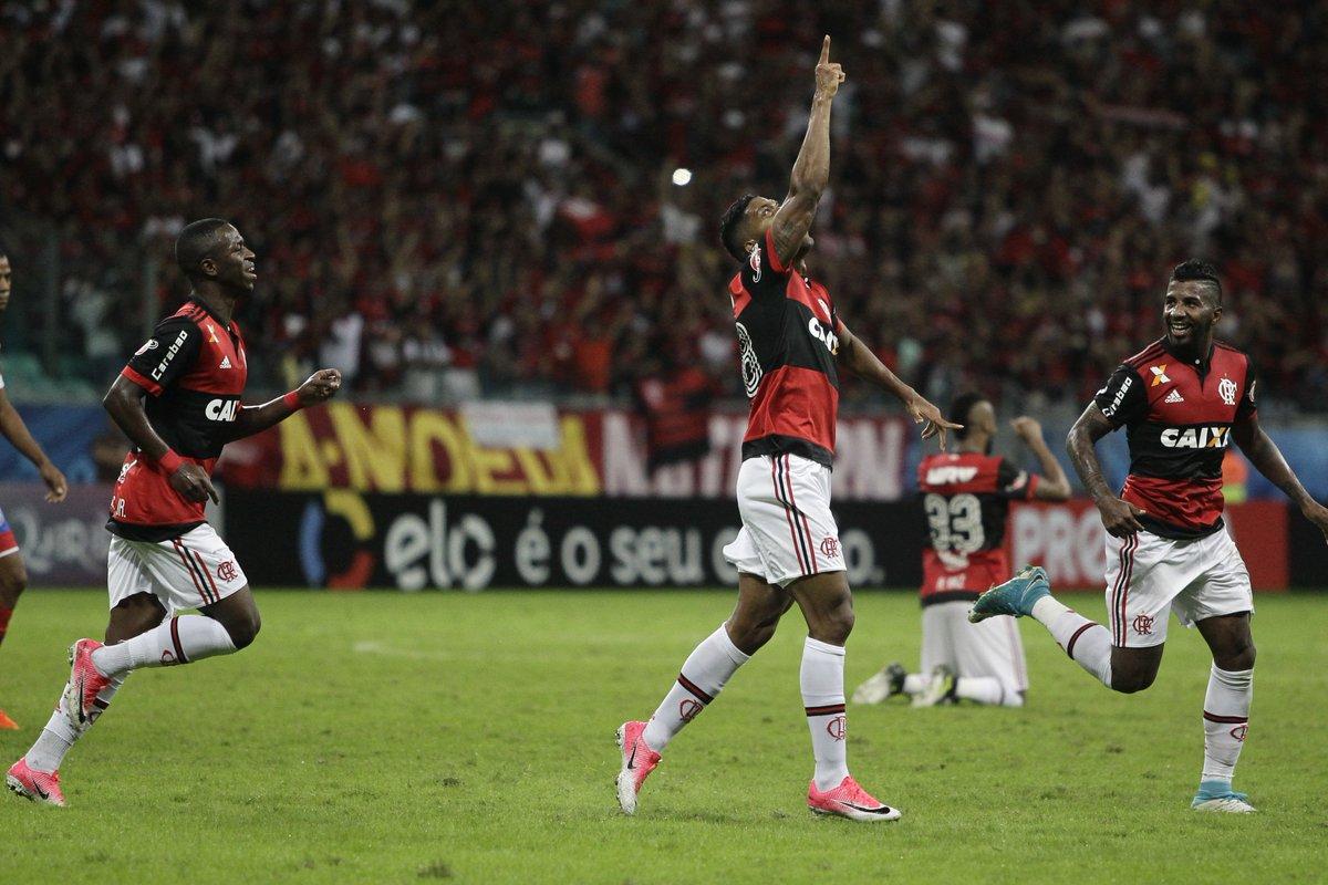 Berrío saiu do banco de reservas para marcar o gol da vitória do Flamengo na Fonte Nova #VamosFlamengo #BAHxFLA