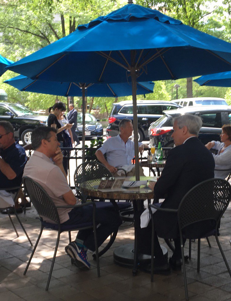 After meeting #Modi, JP Morgan CEO Jamie Dimon seen having lunch with former Uber CEO Travis Kalanick. https://t.co/tZwesvtvzR
