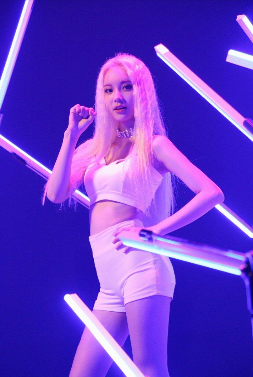 Loopd Pics Hiatus On Twitter Loopd Jinsoul Singing In The