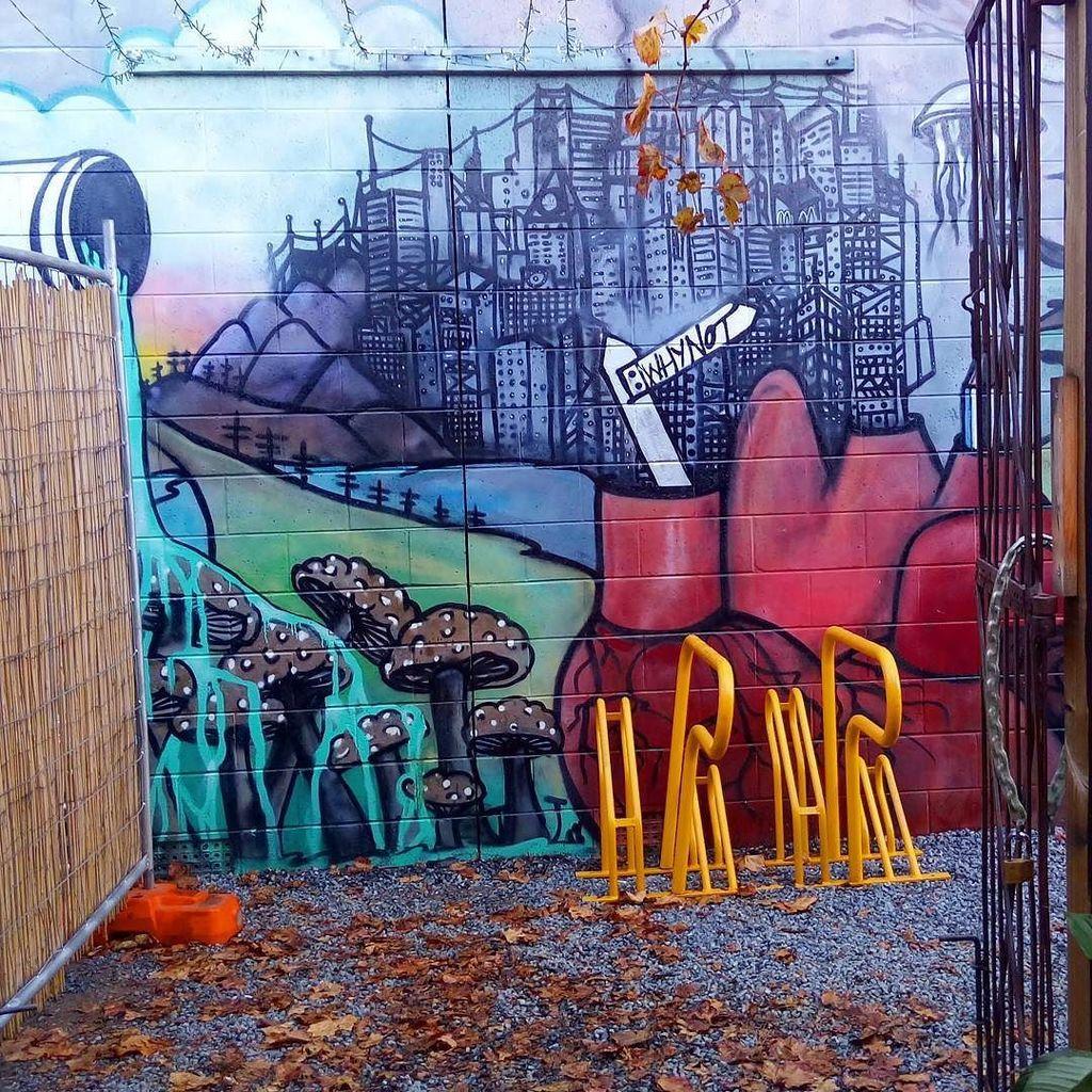 Love the street art in this cafe in Thebarton. #streetart #graffiti #cafe #adelaide #australia #southaustralia #explore #travelblogger #tra…<br>http://pic.twitter.com/FeUI9yftR5