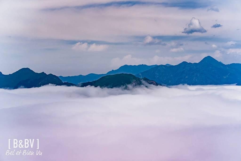 Above us  #pyrenees #clouds #luchon #hautegaronne #tourismeHG #mahautegaronne  http:// ift.tt/2sS6Z20  &nbsp;  <br>http://pic.twitter.com/XPz3OT1O7J