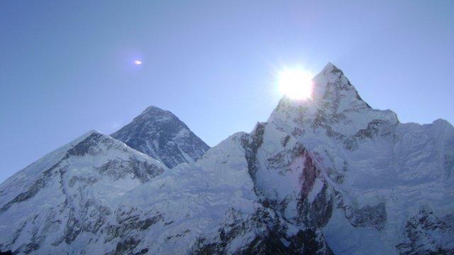 【8848m】エベレストの高さが変化している可能性、ネパール政府が再測量    地殻変動などの影響で標高が変化したとの指摘を受け、公式に計測をスタートする。結果は2年以内に出る見通しだ。