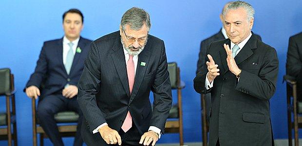 Leandro Colon | Governo Temer agoniza, não reage e comete erros primários https://t.co/7tQoinnKUq