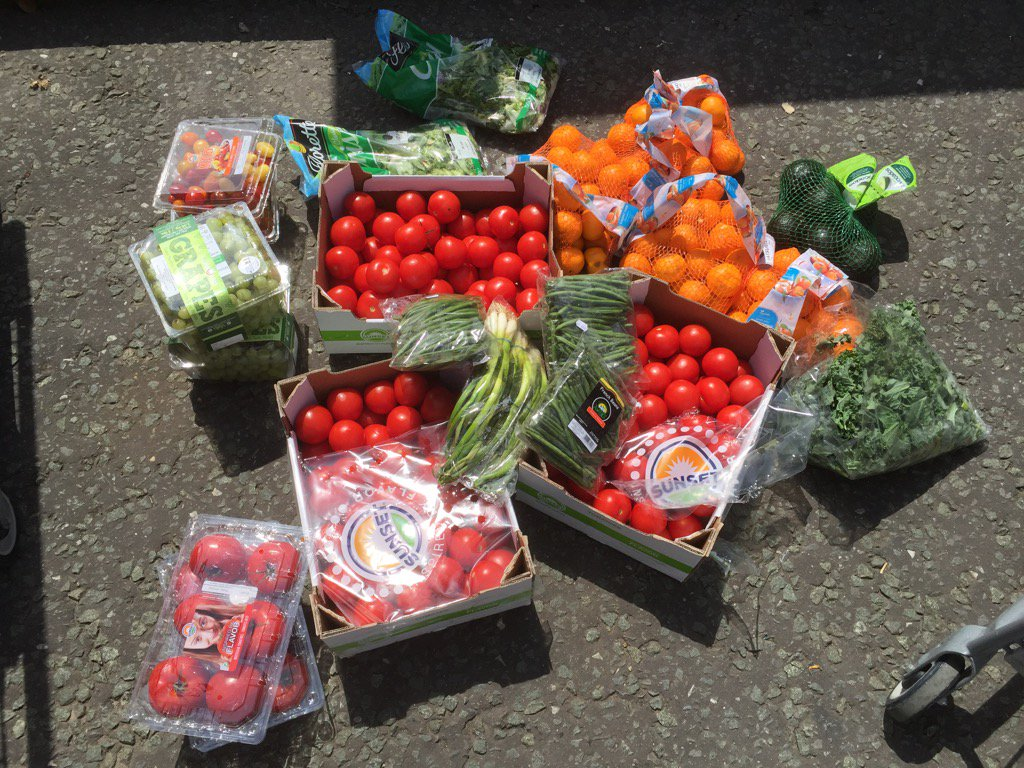 A great selection of fresh fruit and veg for our food run today #foodwaste #charity #charitybuzz #foodpoverty #SocEnt <br>http://pic.twitter.com/H4GLJsFeMT