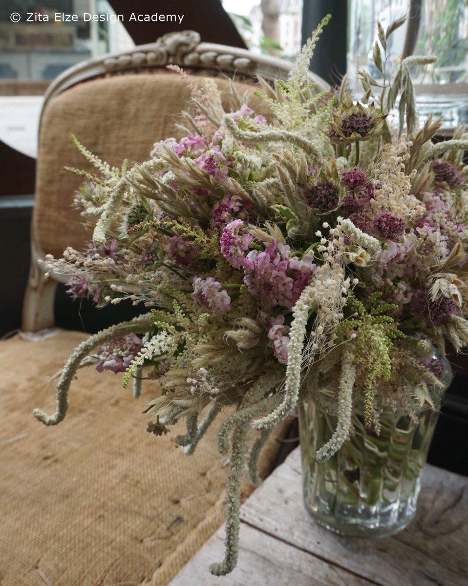 #Summerflowers #bouquet #workshop for the next 3 days - join us in #Kew  https://www. instagram.com/p/BVzWuq1AZXm/ ?taken-by=zita_elze &nbsp; …  #mondaymotivation #flowers #floristry<br>http://pic.twitter.com/yc4z8FbVsL