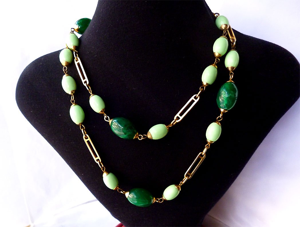 #Vintage #Guy Laroche Green #Lucite Bead Long Chain #Necklace By JustSparkles  http:// bit.ly/2rq2Cc4  &nbsp;  <br>http://pic.twitter.com/zlwJPKTr8D