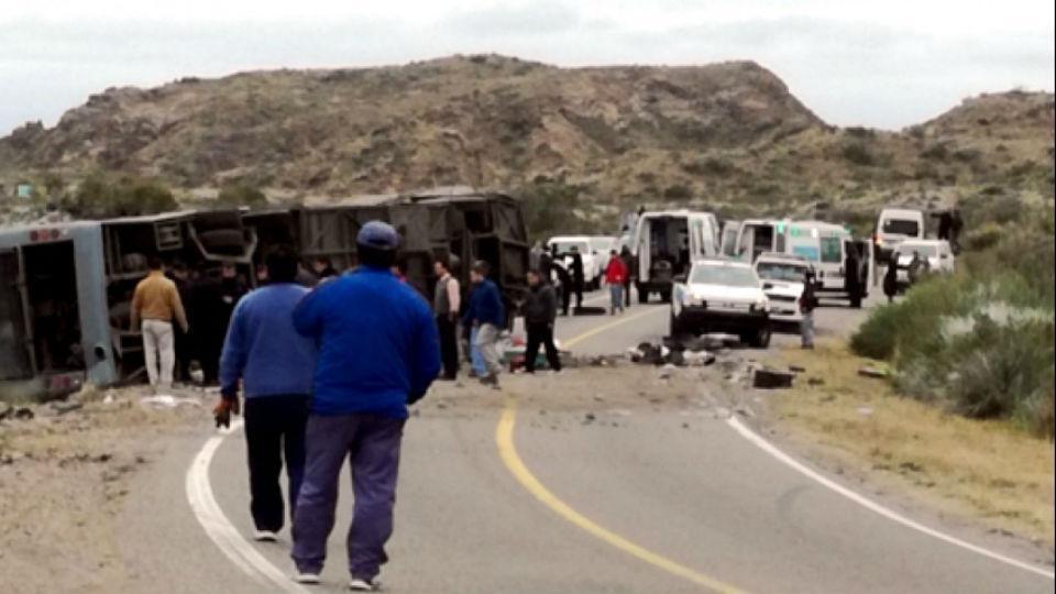 Ya son 16 los muertos por el trágico accidente en Mendoza https://t.co...