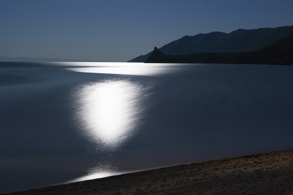 Moonlit night at the Baikal lake in Irkutsk region #Russia <br>http://pic.twitter.com/v8JYUhINpc