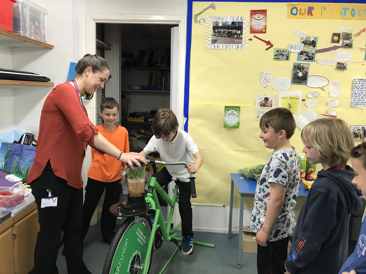 RGU promoting healthy eating with local school children  http:// bit.ly/2sd74vf  &nbsp;   #healthyeating #community #school #health #nutrition<br>http://pic.twitter.com/gFm7M42SO1