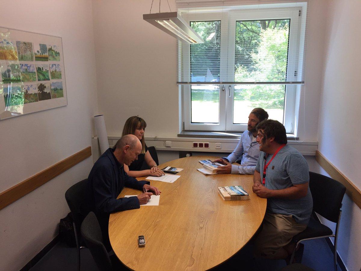 test Twitter Media - Jetzt im Büro des Schuldirektors des Sophie Scholl Gymnasium #Muenchen offizielle Übergabe des Unterrichtsmaterials für #scholl2017 @CSU https://t.co/G3O0xw7tmR
