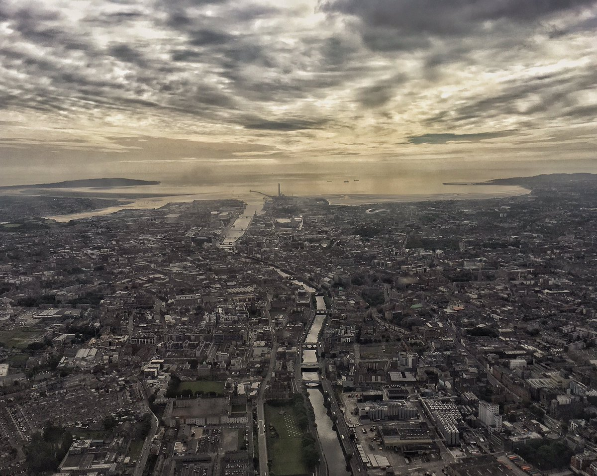Passing over #Dublin  this morning looking down the #RiverLiffey to #DublinBay thinking about #R116 #NeverForgotten<br>http://pic.twitter.com/5SzQb9dhhR