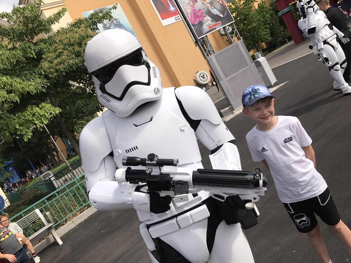Stormtroopers#StarWars #stormtrooper #facetheforce #DisneylandParis @DisneyParis_EN<br>http://pic.twitter.com/f2dpJOe46D