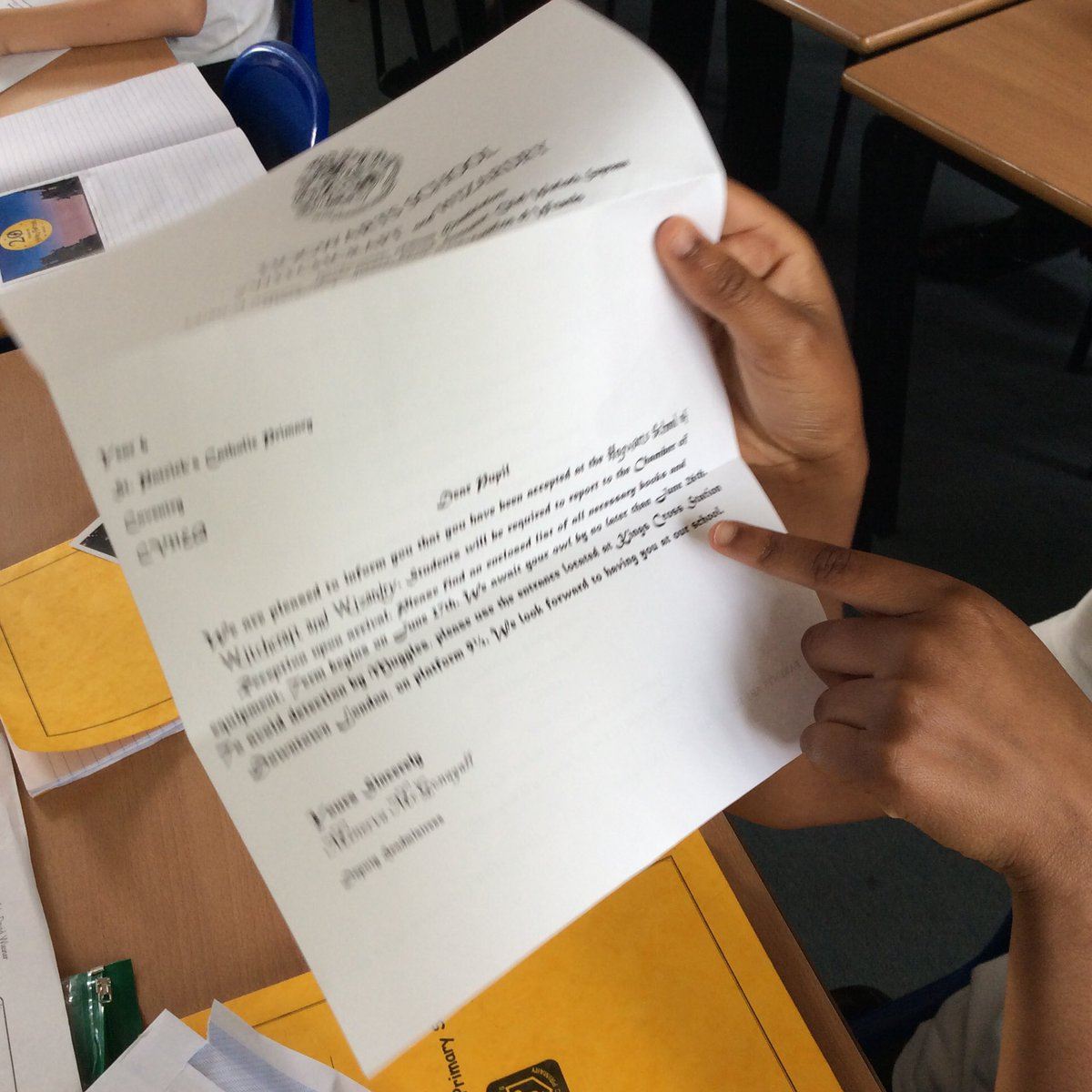 This morning, Year 6 received some very exciting letters to launch our #HarryPotter week. #HarryPotter20 @jk_rowling @KidsBloomsbury