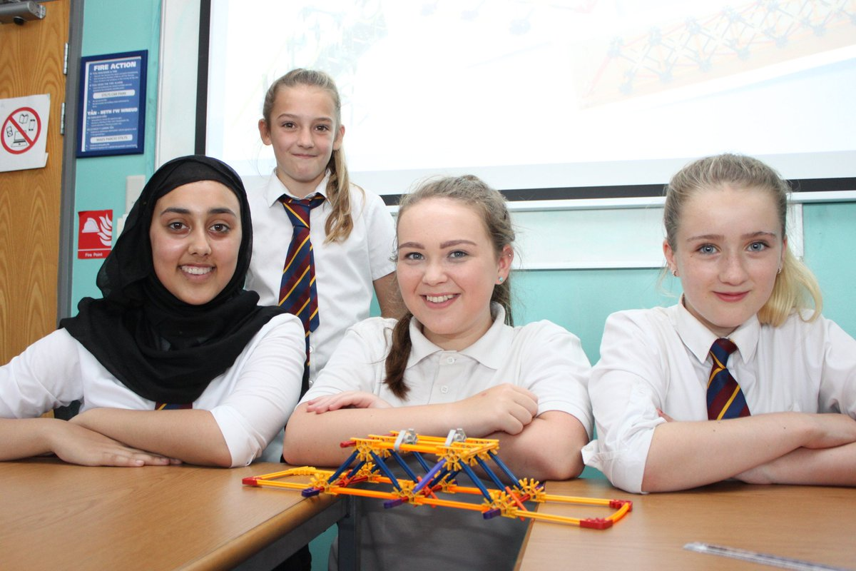 Girls learn about #STEM careers at @UniSouthWales event  http://www. southwales.ac.uk/news/news-2017 /girls-learn-about-stem-careers-usw-event/ &nbsp; … <br>http://pic.twitter.com/VP2SQihBuY