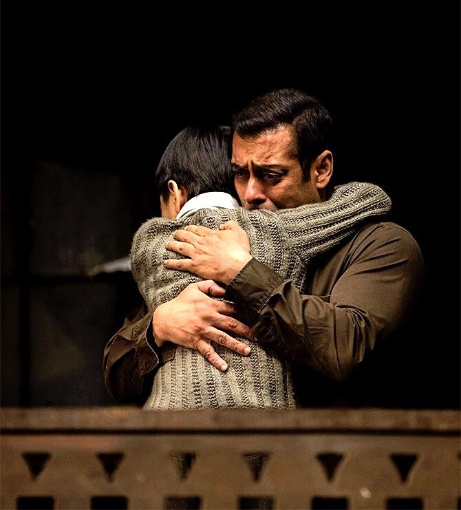 #BoxOffice Day 03: #Tubelight  collects Rs 22.25 crores. #Total: 60.25 crores. #Budget: 100 crores excluding #SalmanKhan. #Sereens: 4350<br>http://pic.twitter.com/KJp09gUAya